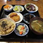 でめてる - 料理写真:本日のでめてる定食 玄米、みそ汁、大根のフライ、蕪と柿の漬け物、金時豆サラダetc...