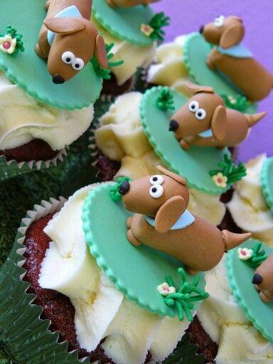 Sausage Dog Cake Decorations : Best 25+ Dachshund cake ideas on Pinterest Wiener dogs ...