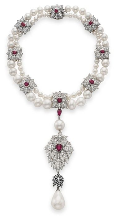 Máxima Site La Peregrina, a pérola do colar Cartier, €9 118 725, no leilão The Collection of Elizabeth Taylor