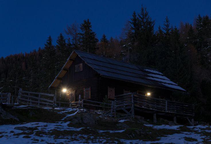 Damit sich die Gäste auch bei Nacht sicher im Freien bewegen können, sind Solarleuchten gefragt, die den Weg bei Bedarf selbst im tiefsten Winter hell er- leuchten. Ein Fall für die MissionXSolar – und die Sensor-Solarleuchten von STEINEL.