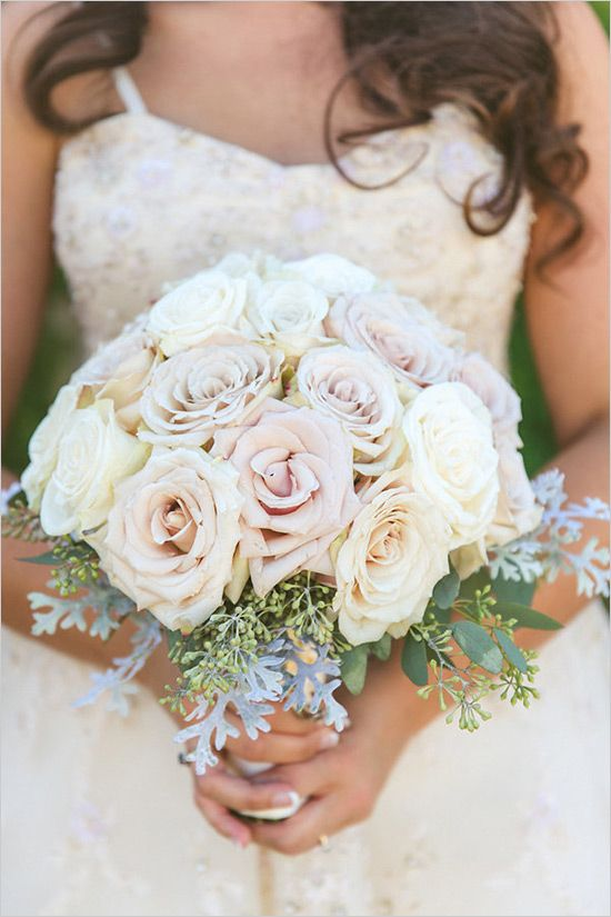 light blush and white rose bouquet @weddingchicks