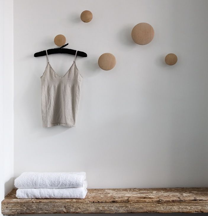 Oak wall dots for hanging