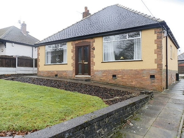 £200,000  2 Bedroom Detached Bungalow - High Hill Road, High Peak, Derbyshire, SK22 4HQ Estate Agents