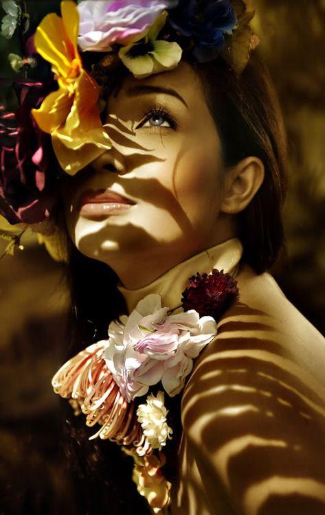 .Black Photos, Beautiful Portraits, Art Face, Beautiful Boards, Flower Power, Flower Photos, Flower Girls, Photo, Photography Inspiration