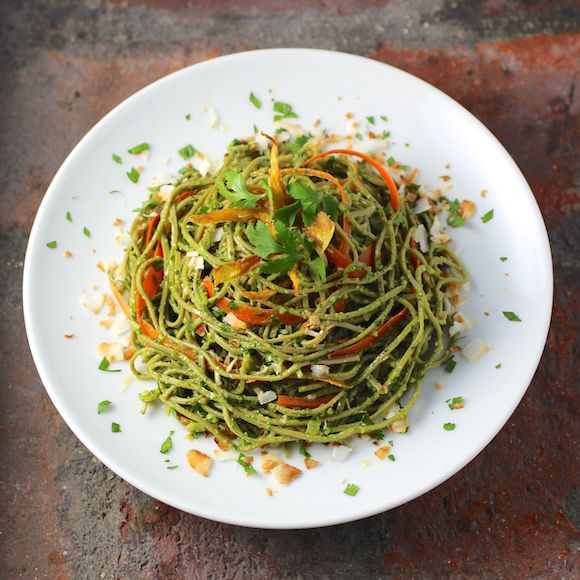 Edamame Spaghetti with Kale Cilantro Pesto. Pasta made from soybeans only. #GlutenFree #LowCarb #BeanPasta