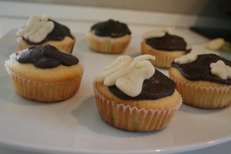 Brioșe cu lămâie, afine și glazură de ciocolată | Blogoteque