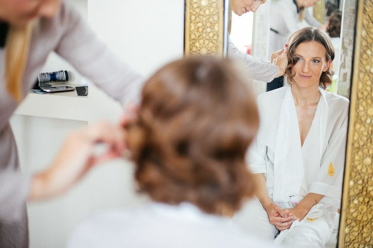 Bride getting ready - Wedding by the Sea, in Portugal - Villa Sao Paulo - Wedding Villa Portugal #oceanfrontweddingportugal #oceanfrontweddingceremonyportugal #seasideweddingportugal #weddingportugal #weddinginportugal #weddingbytheseainportugal #seasideweddingvillaportugal #weddingvillaportugal #portugalwedding #destinationweddingportugal #weddingabroadportugal #weddingvenueportugal