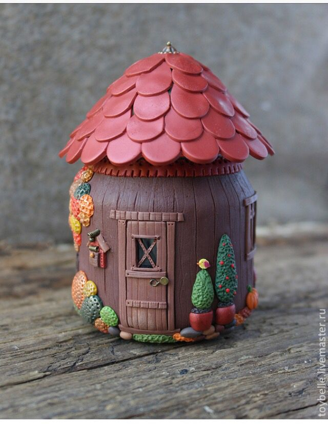 Polymer clay jar house - amazing details!! (Would be cute to put a led tea light inside :D)