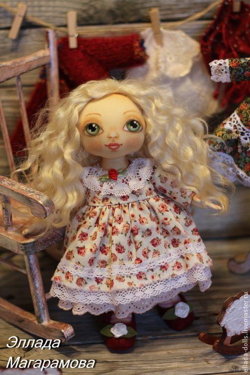 Купить или заказать Игровая кукла Агния. в интернет-магазине на Ярмарке Мастеров. Игровая текстильная кукла Агния, имени,лучше этого не придумаешь. Можно звать ее Агнеша, а можно просто Агонёчек. Светлые, волнистые волосы можно заплести в косы или завязать в озорные хвостики, а можно оставить как есть. Игровая текстильная кукла Агнешка - маленькая кукла, как маленькая девочка, с огромными, как изумруды, зелеными глазами. Вся одежда и обувь полностью снимаются. В комплект входят: …