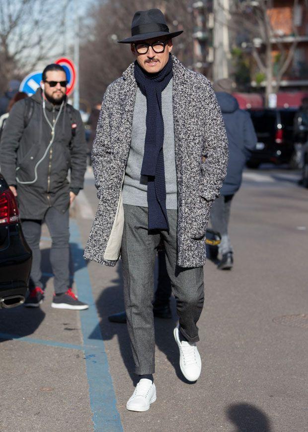 グレーの杢感が印象的なコートと、ストールの巻き方が装いの見ドコロ。ユルさとキッチリ感とがいい塩梅の印象に仕上がっているのが、この方の上手い点ですな。 ※13 Nov. 2016 at Massi Ninni Snap LEONでもっと見る!