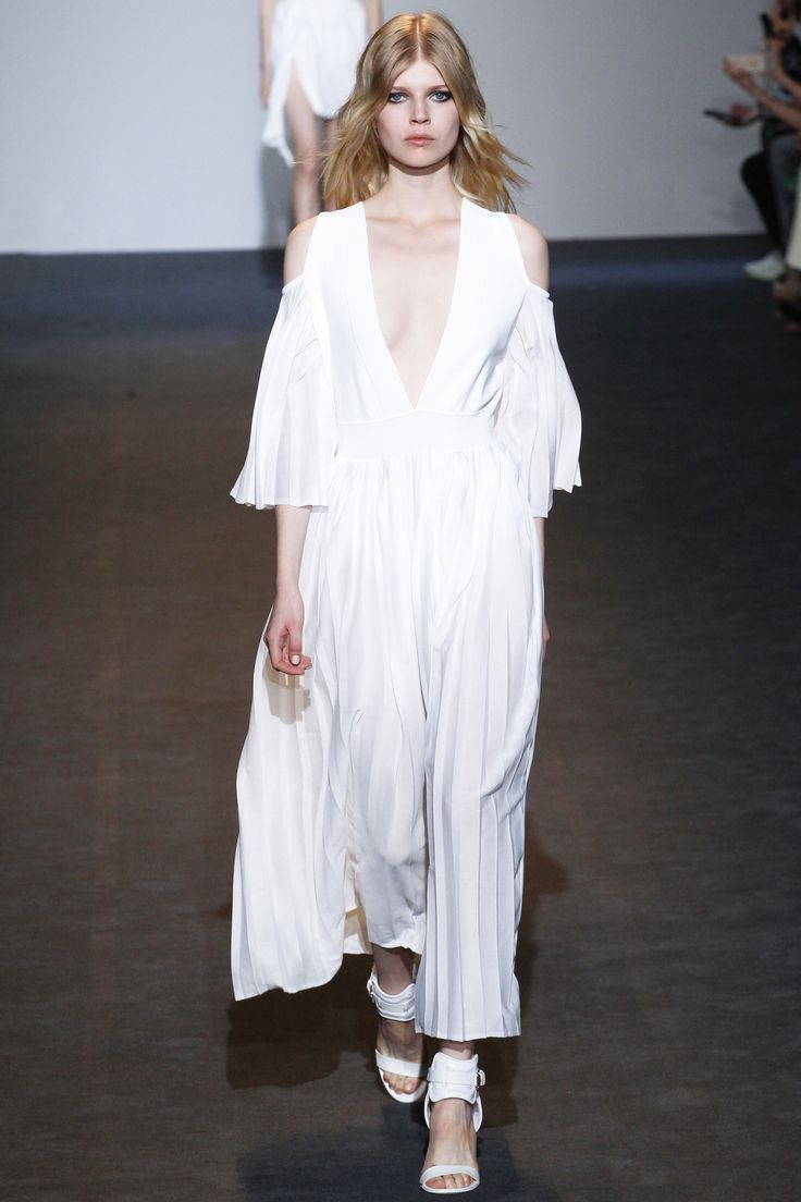 Costume National Spring 2016 Ready-to-Wear Fashion Show