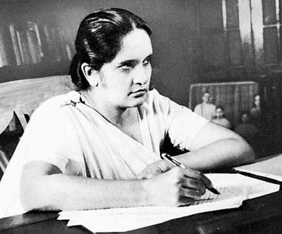 Sirimavo Bandaranaike     became the first woman prime minister in the world when she was chosen to head the Sri Lankan Freedom Party ...        Sirimavo Ratwatte Dias Bandaranaike was a Sri Lankan politician and the modern world's first female head of government.                Born: April 17, 1916, Sri Lanka    Died: October 10, 2000, Colombo: