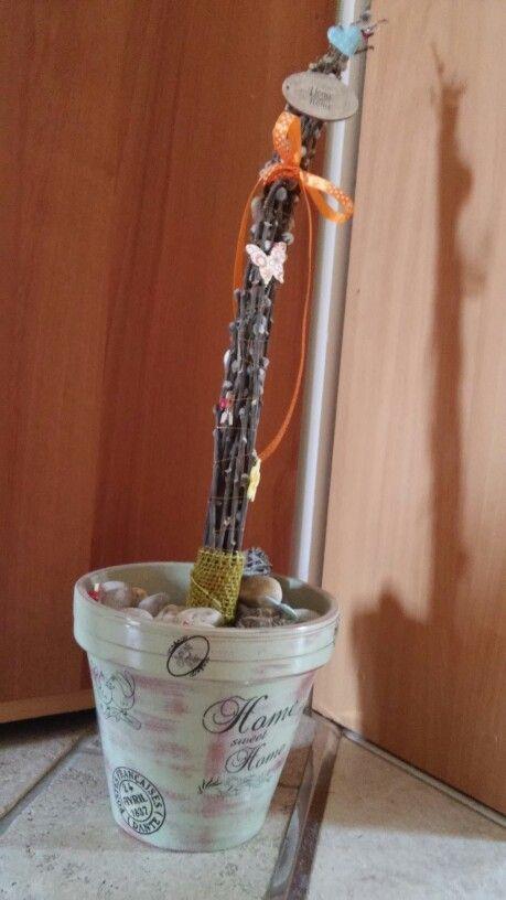 Saját készítésű - Transzferált agyagcserép (Pentart soft olívazöld festékkel lefestve, megcsiszolva, ragasztásos transzferrel díszítve; benne kavics és barka díszítve)