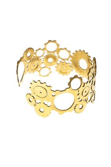 Tufft armband eller armring i reglerbar storlek med kugghjul från JohannaN smycken