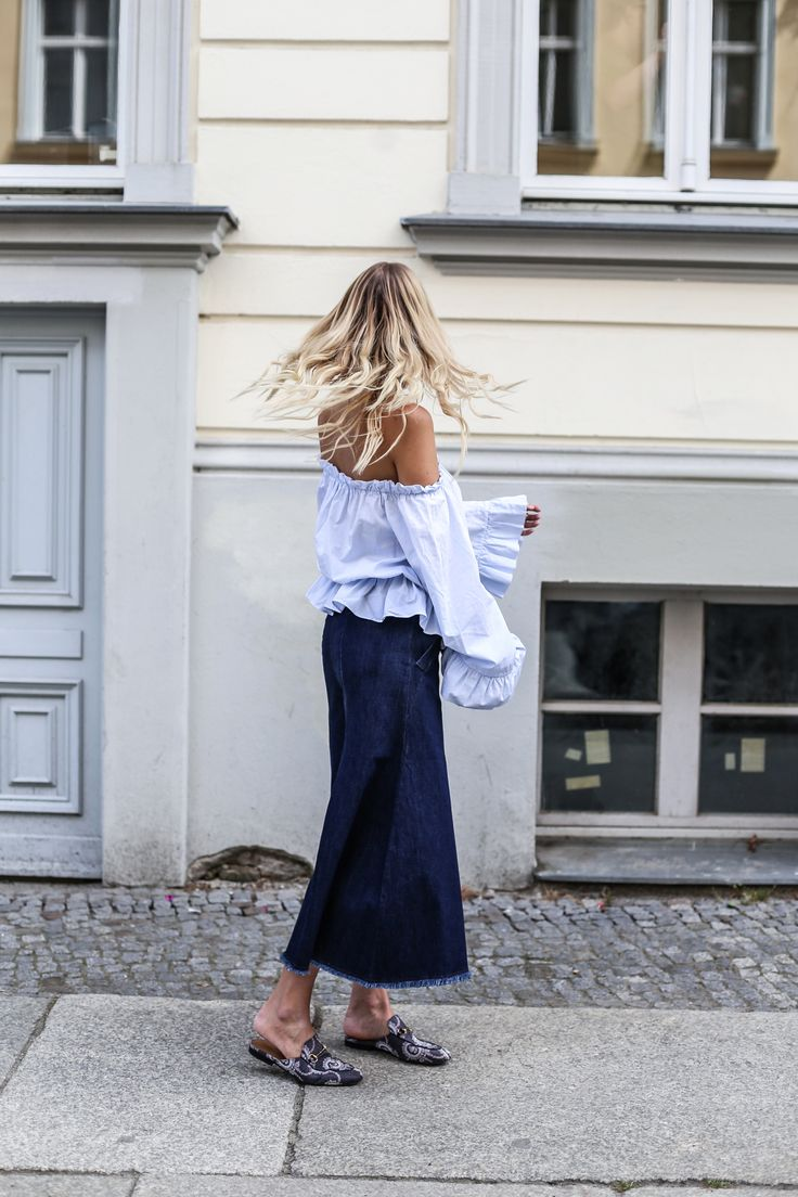 Off shoulder blouse, flower choker. wide denim culottes, Gucci slipper #mbfwb Streetstyle | More here: http://www.ohhcouture.com/2016/07/mbfwb-looks-berlin/ |