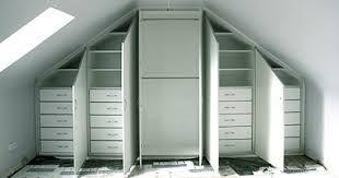 sypialnia na poddaszu z garderobą