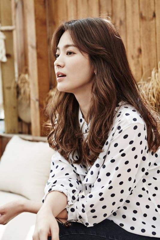 On April 20, Song Hye Kyo held a press meet at the Jongno-gu Four Seasons Hotel…