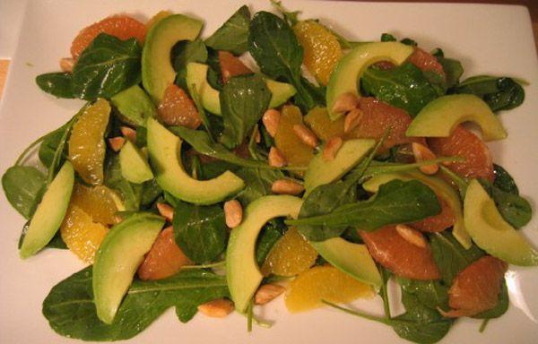 Σαλάτα με ρόκα, αβοκάντο και πορτοκάλι