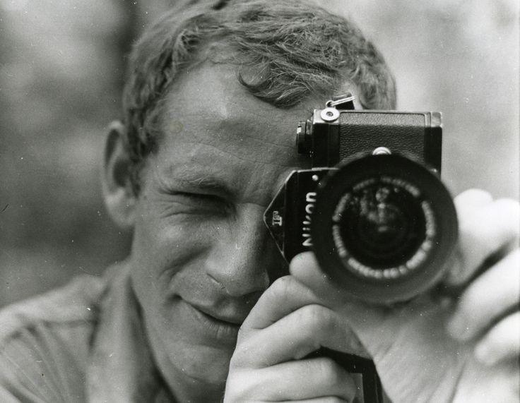 Il y a 45 ans, le photojournaliste Gilles Caron disparaissait au Cambodge. Son corps n'a jamais été retrouvé. Mais ses photos demeurent. Un...