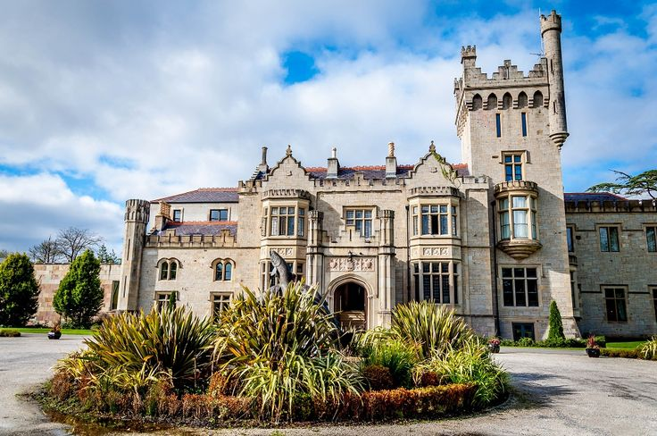 Staying in a castle in Ireland is a once-in-a-lifetime experience. See how it can be easy and affordable.