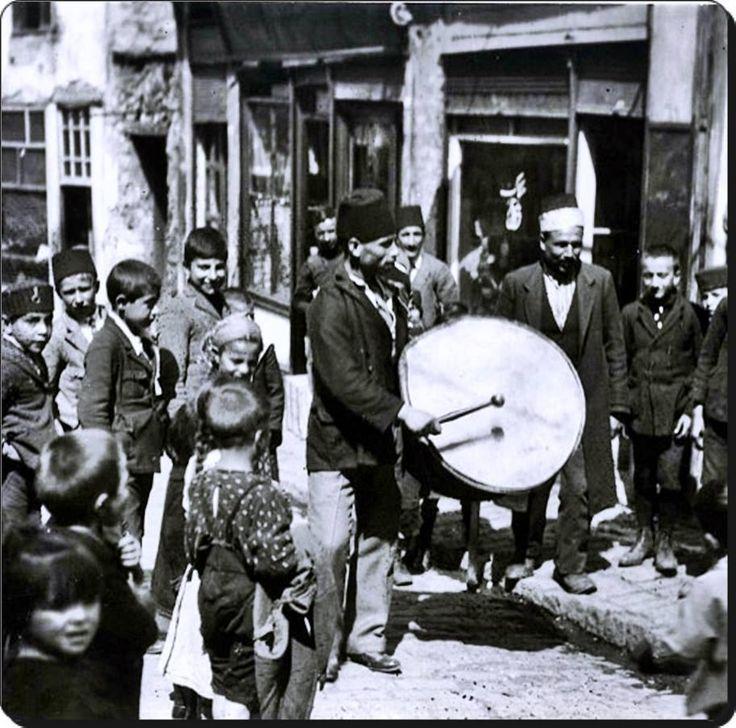Osmanlı'da bahşiş toplayan bir Ramazan davulcusu