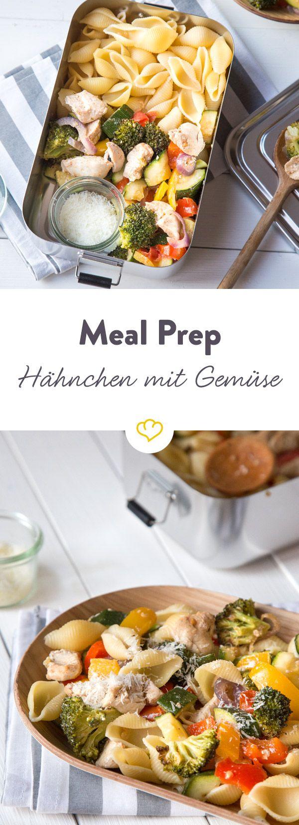Bereite dir dieses Ofenhähnchen mit buntem Gemüse und Pasta einfach und schnell vorher zu und zaubere es in deiner Mittagspause aus der Lunchbox.