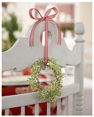 Chair Charm.: Christmas Dinners, Dining Rooms Chairs, Kitchens Chairs, Ribbons Wreaths, Chairs Decor, Nordic Christmas, Christmas Decor, Scandinavian Christmas, Christmas Ideas