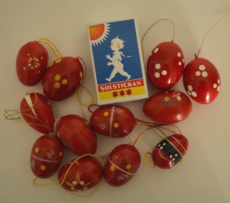 Vintage hölzerne Ostereier zum Aufhängen handbemalt in roten Farben und verschiedenen Mustern aus den 1960er Jahren Erzgebirge, Deutschland. von VintageLoppisStyle auf Etsy