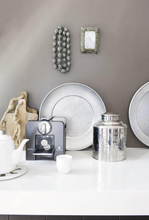 round / grey / silver
