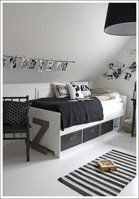 Le noir et blanc à l'état pur pour chambre d'ado, ça fonctionne aussi bien pour fille que garçon à condition d'y rajouter des touches de couleur vive.: