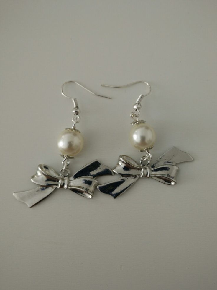 Boucles d'oreille perle blanche nacrée, noeud #diy #french #earring