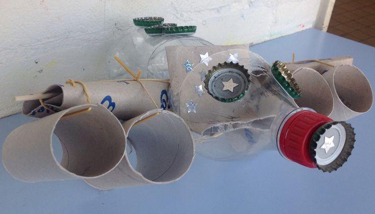 fantasie knutselen vliegtuig met waardevol kosteloos materiaal