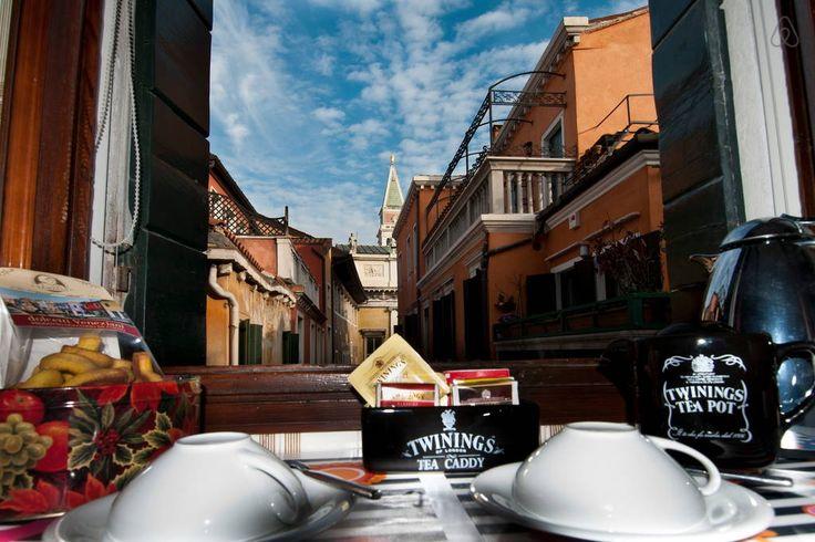 Dai un'occhiata a questo fantastico annuncio su Airbnb: A 50 passi da Piazza San Marco a Venezia
