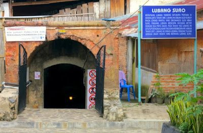 Ini dia lubang tambang yang terkenal di Sawahlunto. Lubang Mbah Soero