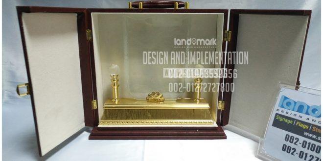 درع تذكارى كريستال علبة دولاب درجة اولى Mirror Table Mirror Home Decor