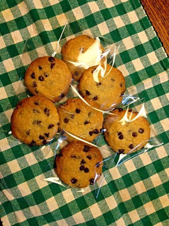 スターバックスで人気のチョコチャンククッキー、おうちでその味を再現している方がいます。あなたも是非作ってみませんか?コーヒータイムのお供にどうぞ!お友達にプレゼントしても喜ばれそうですね^^甘すぎない大人の味です。