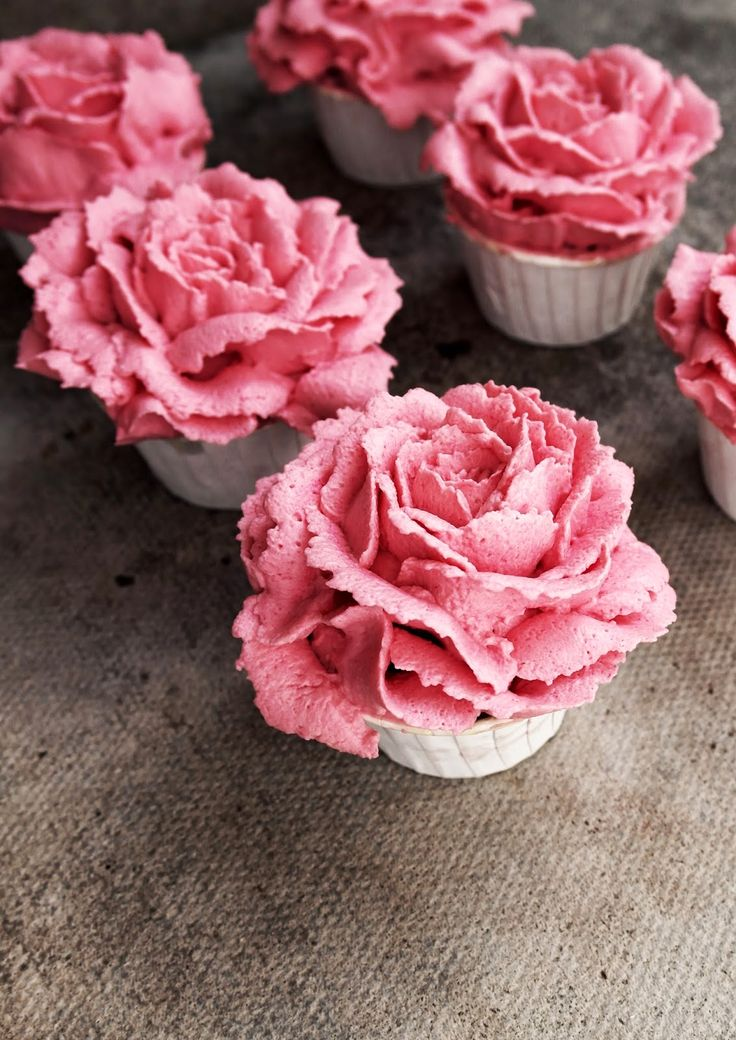raspberry and white chocolate flower cupcakes
