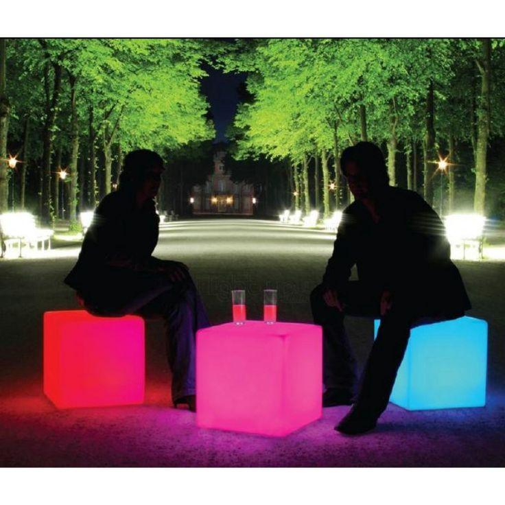 Les 25 meilleures id es concernant cube lumineux sur for Table de chevet cube lumineux