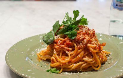 Pasta all'Amatriciana - Tutti conosciamo la pasta all'Amatriciana e tutti hanno la loro ricetta, questa è una ricetta decisamente tradizionale priva di ammodernamenti e ingredienti improbabili