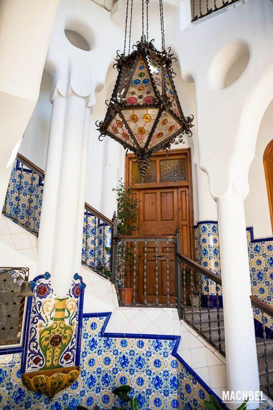 Visita a la torre Bellesguard o Casa Figueres, Gaudí en Barcelona, Cataluña, España -  Torre Bellesguard, la bella vista de Gaudí sobre Barcelona, la casa modernista más desconocida
