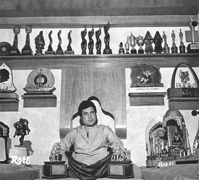 Superstar RAJESH KHANNA Proudly Flaunts His Trophies