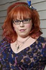 Kirsten Vangsness @ Esprits Criminels    Actrice américaine née le 7 juillet 1972 à Pasadena.