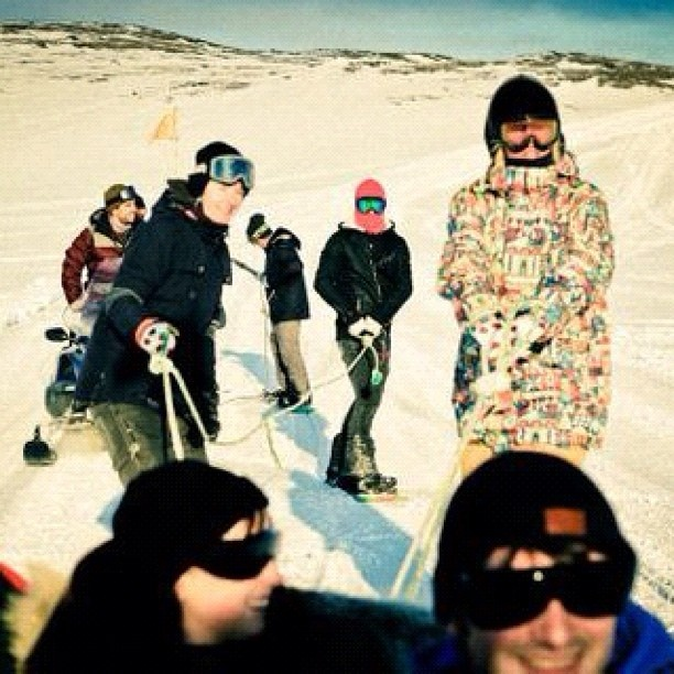 "@rhythm_winterlivin's photo: ""Daytrippin crew going to Låkktatjåkka for coffee and snow lines. #winterlivin @anettebandidos @rhythm_livin"""