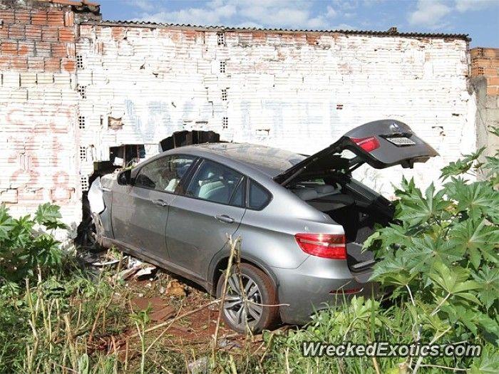 BMW M-Series X6 M crashed in Ribeirao Preto, Brazil