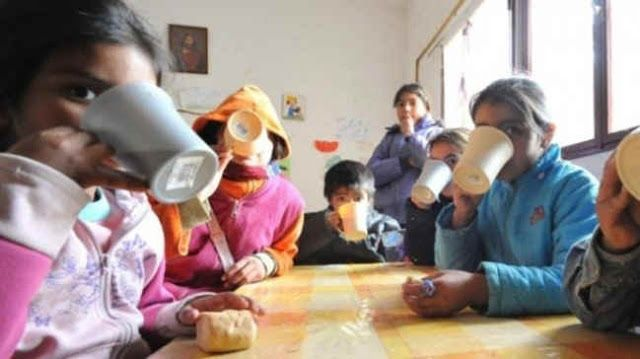 """BAHIA BLANCA: FUNCIONARIA DE CAMBIEMOS JUSTIFICO SUMINISTRAR LECHE EN MAL ESTADO A COMEDORES ESCOLARES   """"El que tiene hambre de verdad come cualquier cosa dijo a la vicepresidenta del Consejo Escolar En las escuelas de Bahía Blanca provincia de Buenos Aires los alumnos se quejan por el sabor de la leche y tanto padres como consejeros escolares denunciaron que la leche que el municipio les provee a las instituciones educativas está en mal estado. Al referirse al tema la vicepresidenta del…"""
