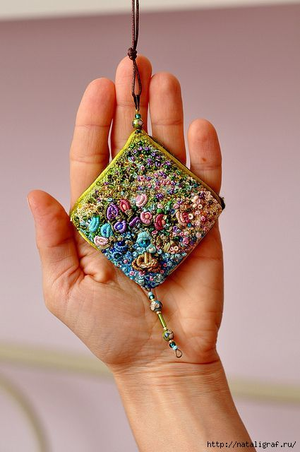 ༺༺༺♥Elles♥Heart♥Loves♥༺༺༺ .......♥Embroidery Elegance♥....... #Embroidery #Stitching #Inspiration #Needlework #Handmade #Artist #Vintage ~ ♥Embroidery French Knots Pendant by nataligraf.ru