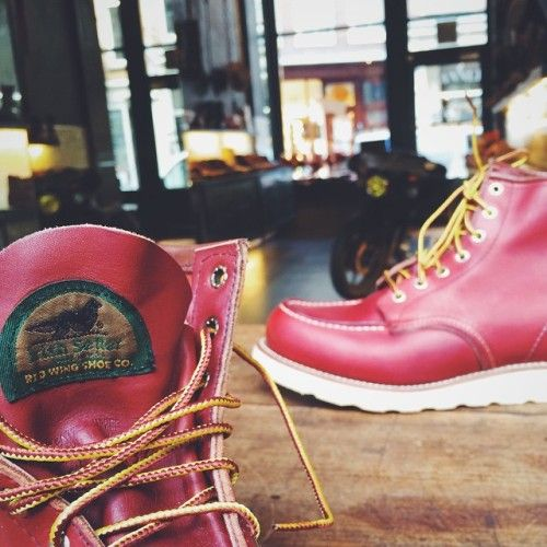 I had to share this with you Red Wing friends; Window cleaner and dear friend named Alex got his hands on this pair of Red Wing Shoes Irish Setter 875 dating from 1992. These beauties are in mint condition!! | http://ift.tt/180OFjM |...