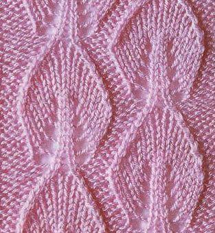 Белоснежная безрукавка связана спицами. Безрукавка имеет большой воротник, который связан платочной вязкой и свободно подворачивается в виде стойки. Описание приведено для размеров 42-46.