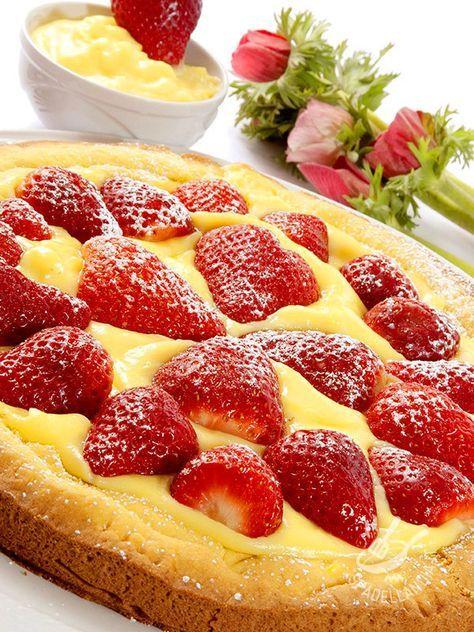 Tart with cream and strawberries - La Crostata di crema e fragole è un classico, un dessert intramontabile che piace a tutti, soprattutto ai bambini! Con questa crostata, andate sul sicuro! #crostatadicrema #crostatadifragole #crostatadicremaefragole