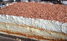 Nepečený koláč 3Bit. Sušenky, mléčný krém, znovu sušenky a na vrchu lahodný krém ze zakysané smetany. Mňamka!